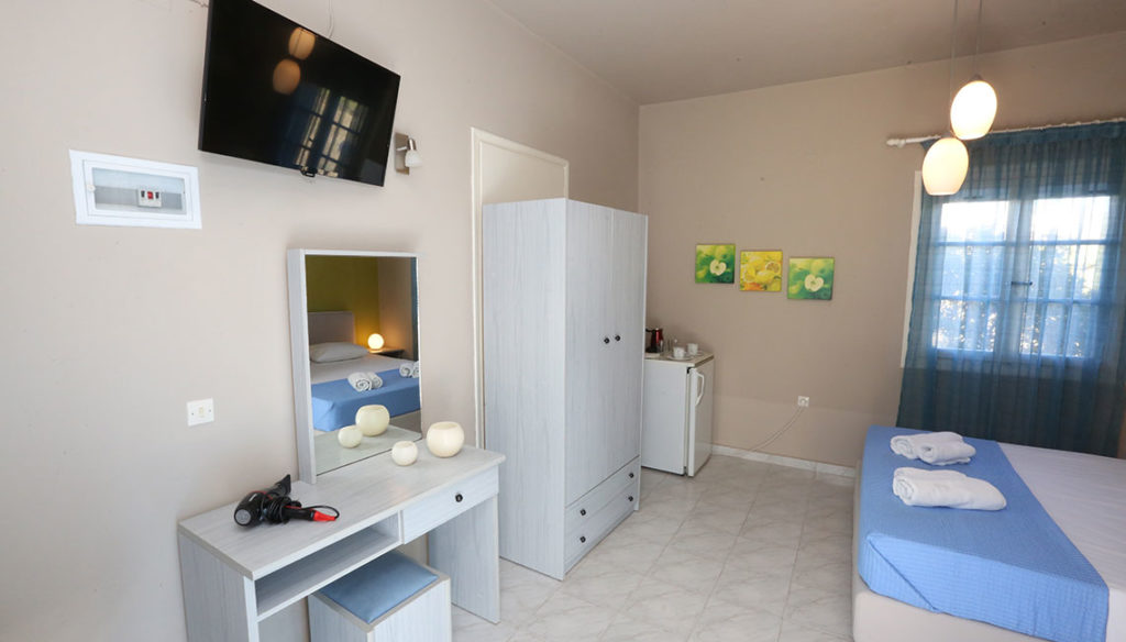 Πλήρως εξοπλισμένο δίκλινο δωμάτιο