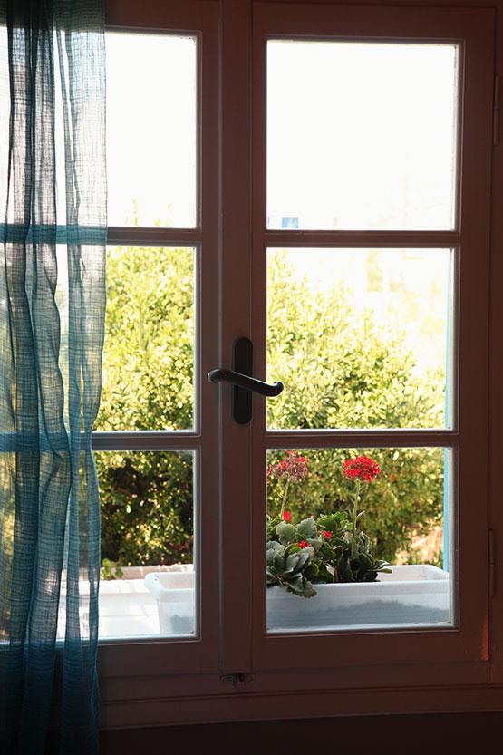 Πρωινή θέα από το παράθυρο